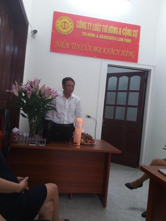 Giám Đốc Nguyễn Trí Hùng đọc quyết định thành lập văn phòng giao dịch mới